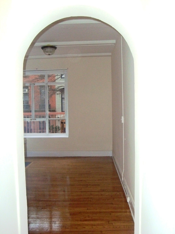 Charming 1 bedroom located in the beautiful tree lined