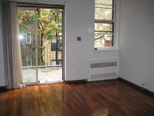 WEST 87TH OFF CENTRAL PARK LARGE 1 BEDROOM WITH PRIVATE DECK.NO FEE