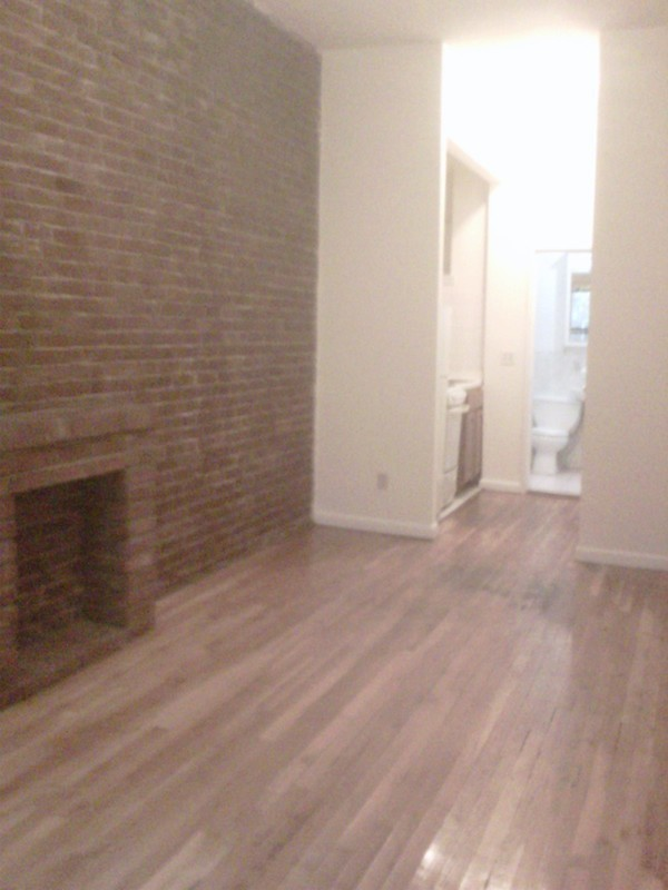 asap large studio exposed brick LOW FEE