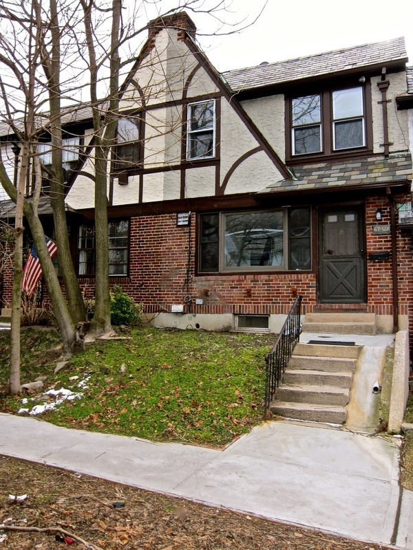 Entire Bi-Level Attached Townhome Available - Great Location Plus Private Garage & Sun Room