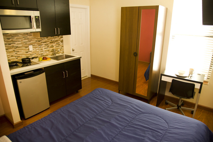 Furnished studio for immediate move in , Cable TV + Wi fi provided , 15 min to Times Square !