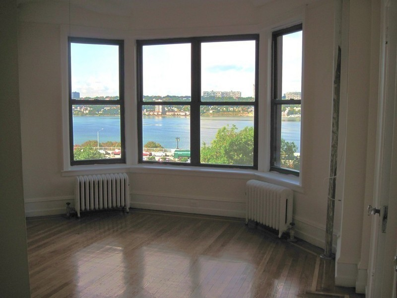 Classic 7 Pre-War Apt with Direct River Views