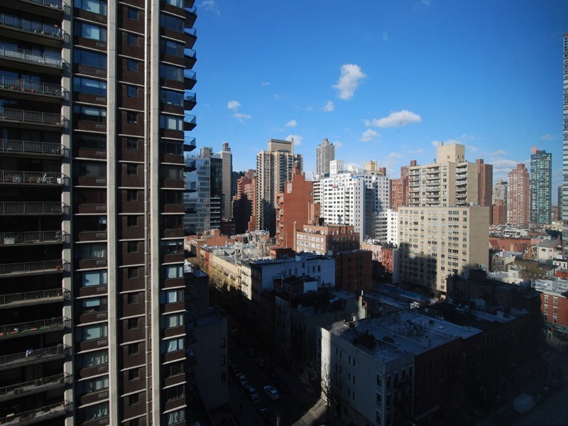 Luxury Within Reach at 400 East 85th St