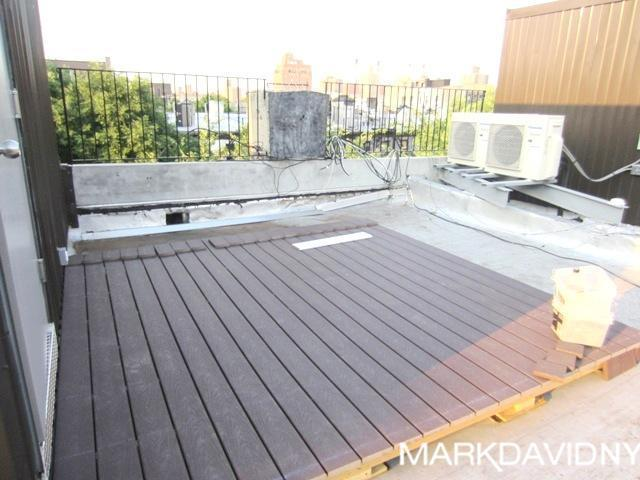 3 bed with Roof Deck!