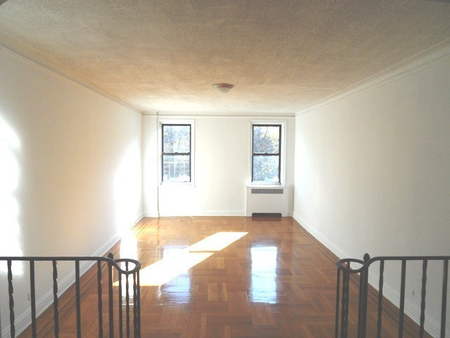 SUNNY 1 BEDROOM CLOSE TO ALL!