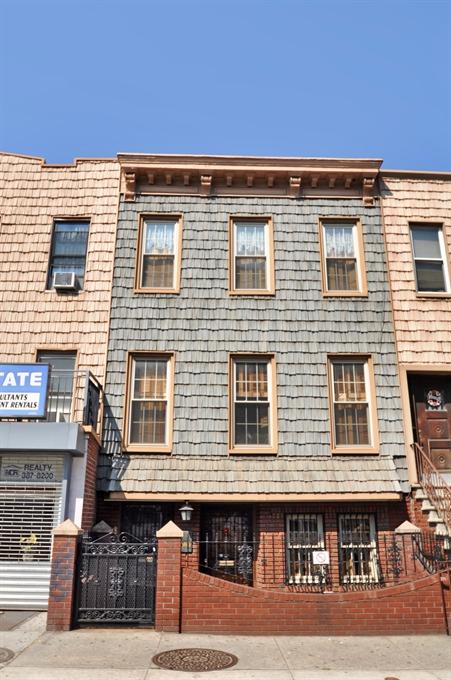 565 Lorimer Street