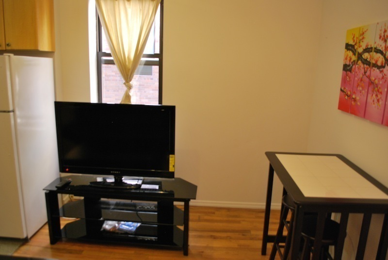 No Fee 2 bed 1bath Furnished Apartment for long or short term.