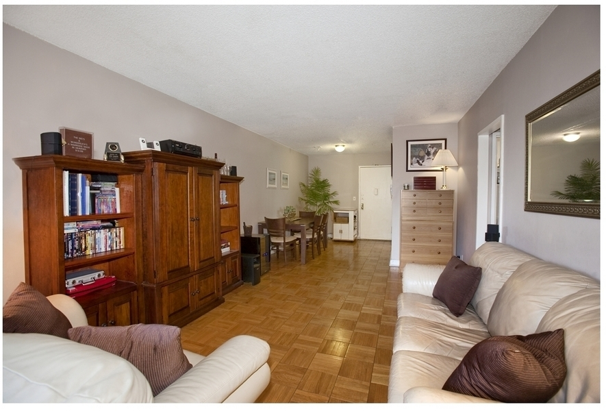 PRICE REDUCTION! BEAUTIFUL ONE BEDROOM VERY LOW MAINTENANCE!