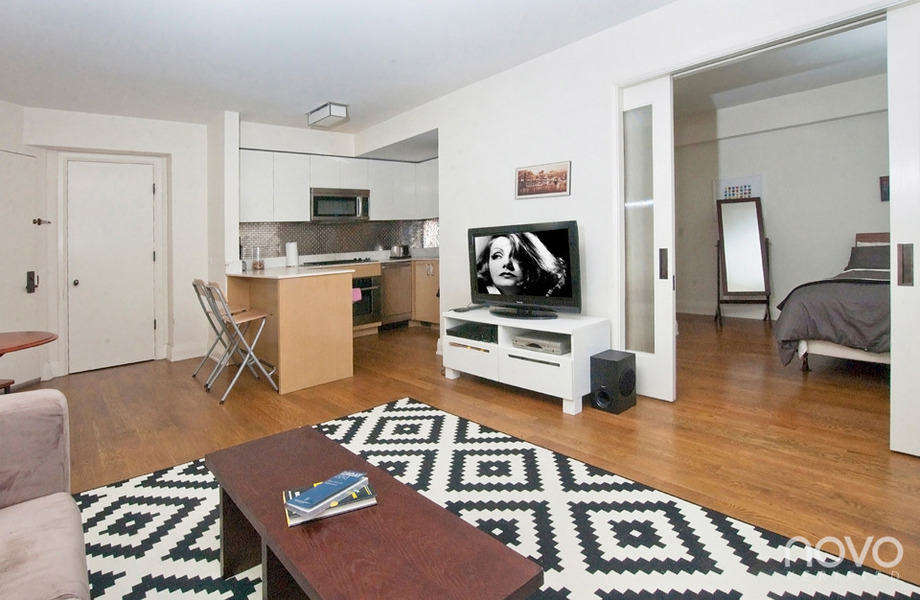 Beautiful 1 Bedroom in a Luxury Midtown East Condominium neighboring Greenacre Park.