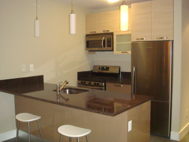Stunning high end 1br cnondo in a Great Location - W/D - Elevator - Balcony!