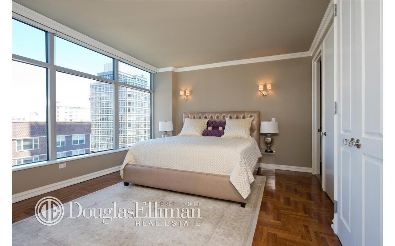 Of 9 photos apartments for sale in new york city for Apartment new york for sale