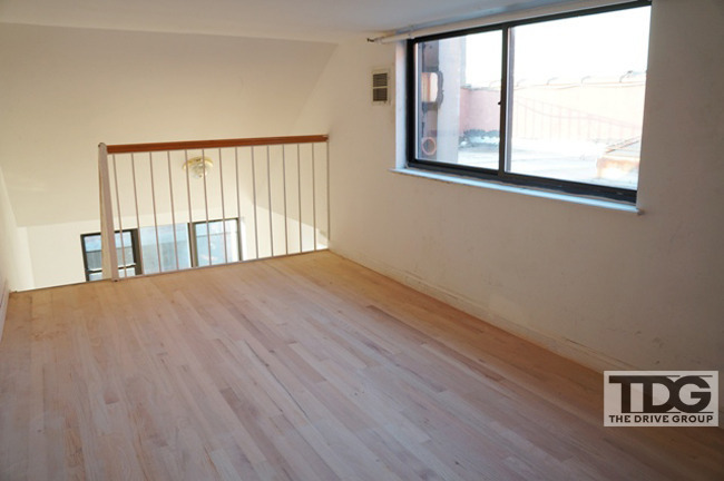 NO FEE - Massive Sun Drenched Loft 2 Bedroom/Conv 3 Bed