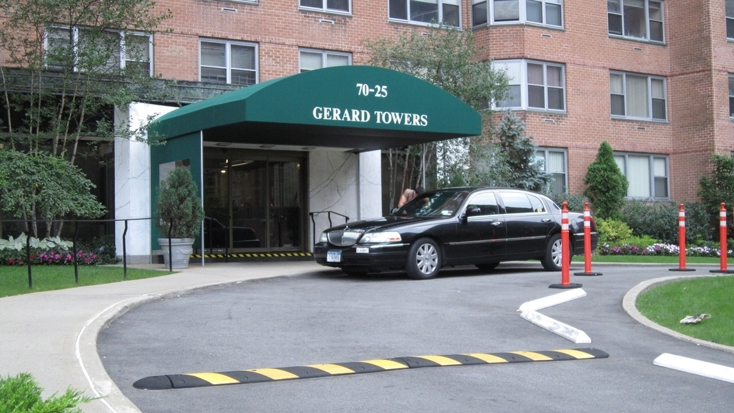 GERARD TOWERS: FULL 2 BEDROOM + 2 BATH!
