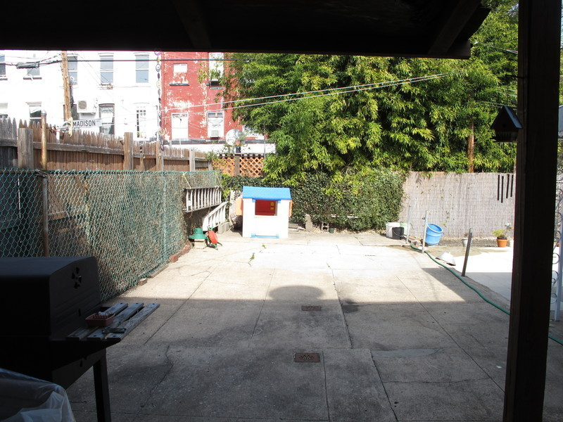 Vacant townhouse in Prime Carroll Gardens location!