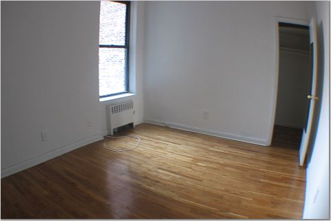 Bright 1 Bedroom* TOWNHOUSE Bldg * Bright * Renovated * CORNER UNIT