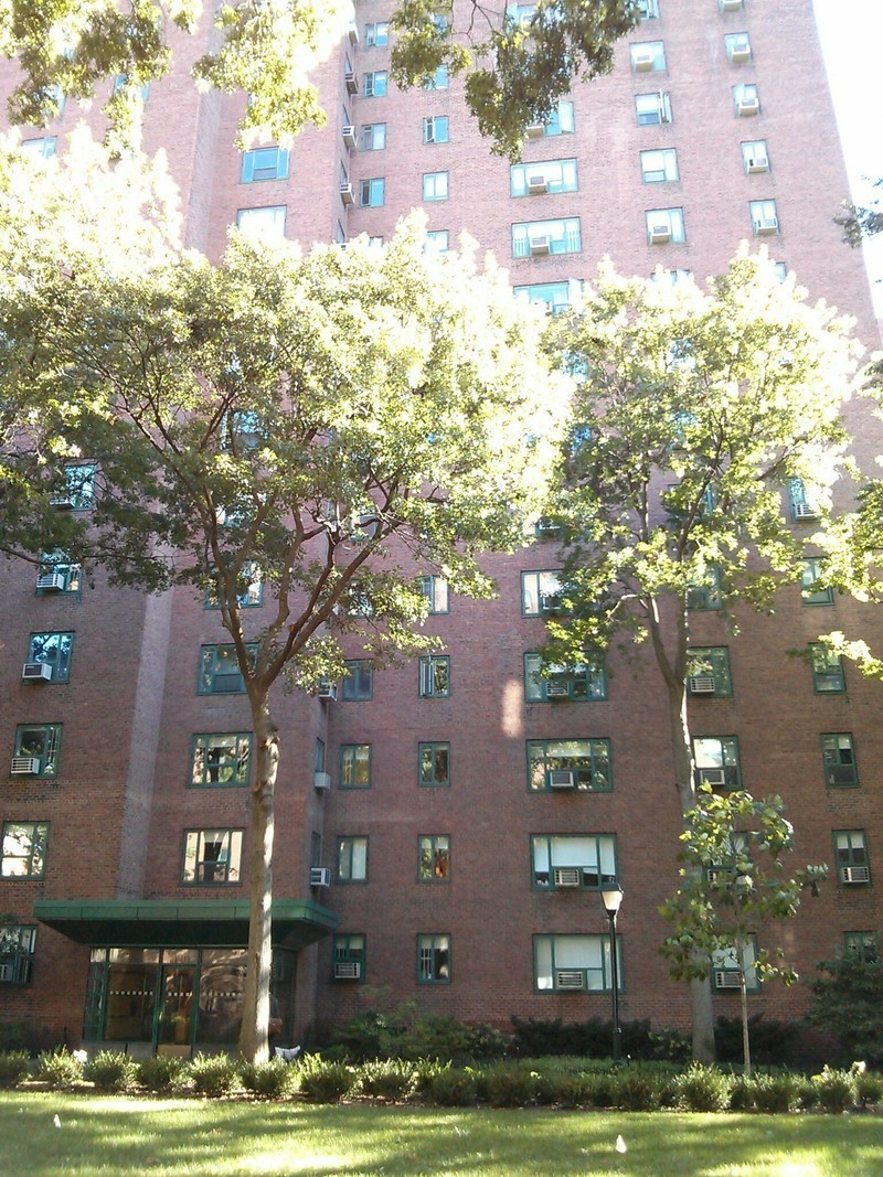 Peter cooper village at 360 first ave in stuyvesant town for Peter cooper village rent