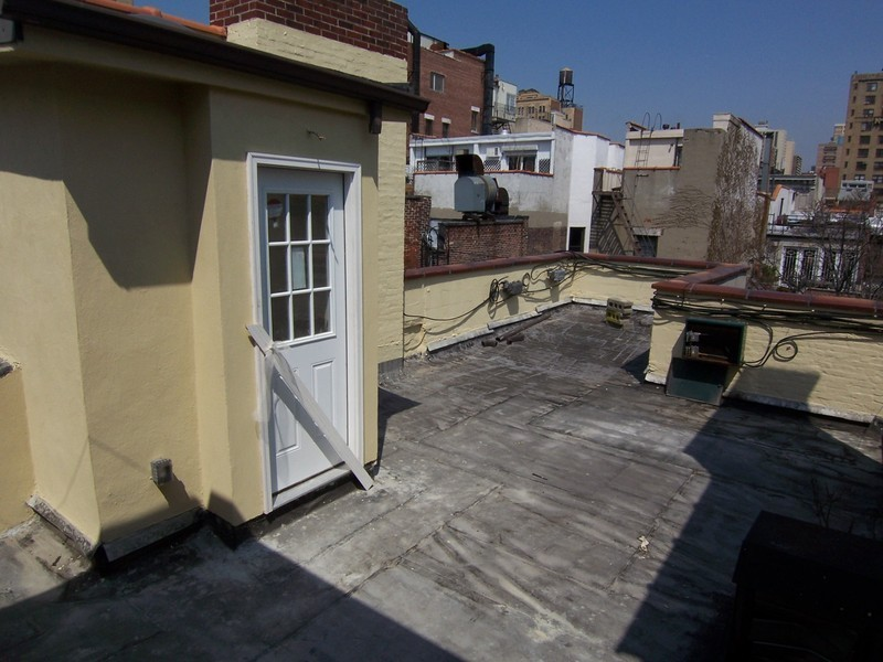 One Bedroom With 600 sq/ft Roof Terrace and Private Storage
