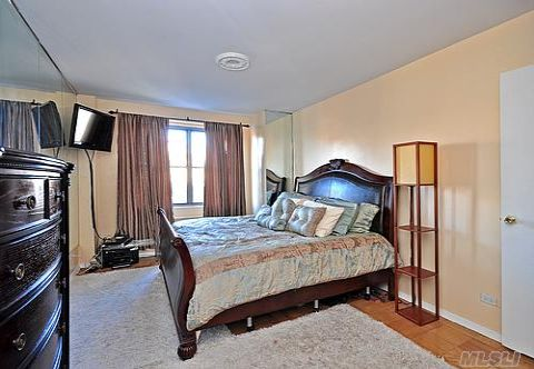 Prestigious 1 Bedroom/ 1 Bath Co-op