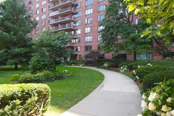 392 Central Park West #5S