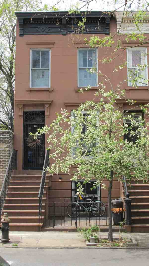 296 Hoyt Street