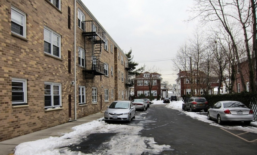 Dongan hills info housing availability and values for 20 sunnyside terrace staten island
