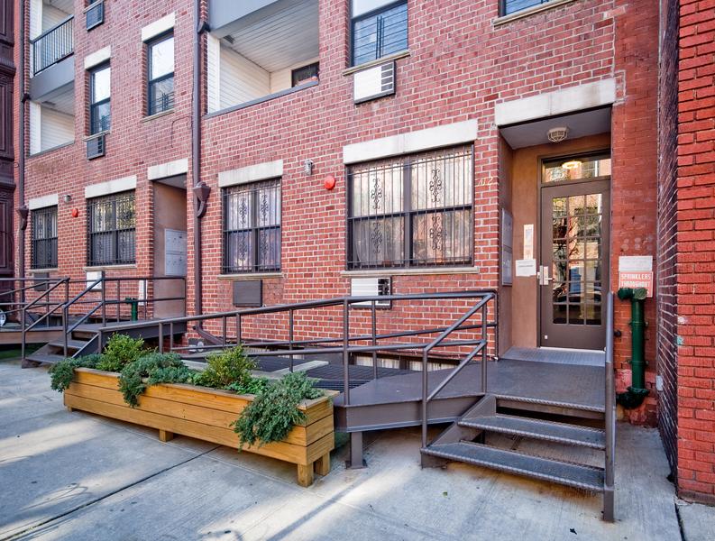 714 Sackett Street