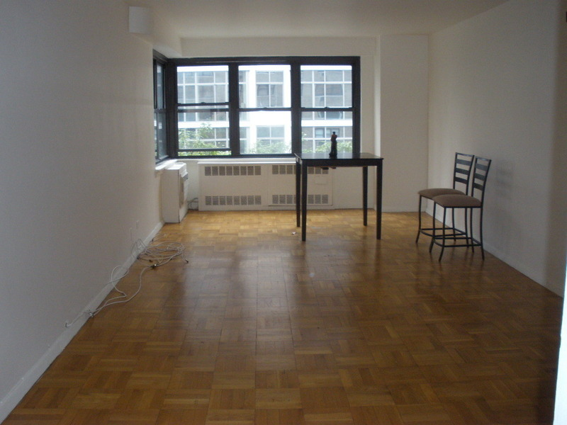 NEW ON THE MARKET! SPACIOUS 1BED DOORMAN BUILDING 1ST ave & 72ND ST