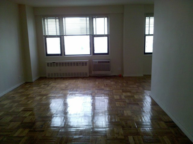 Spacious Studio Apt. - High Floor - NO FEE