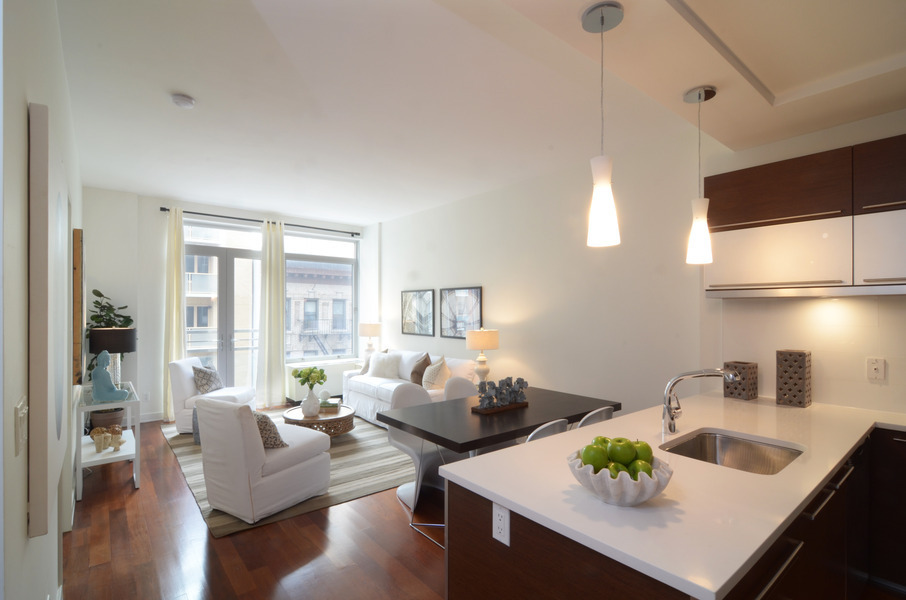 3 BR/2.5b w/ Expansive Balcony & Terrace in Long Island City: BBQ Grill & Dining Areas, Catering Kitchen & Bar, & Fitness Center