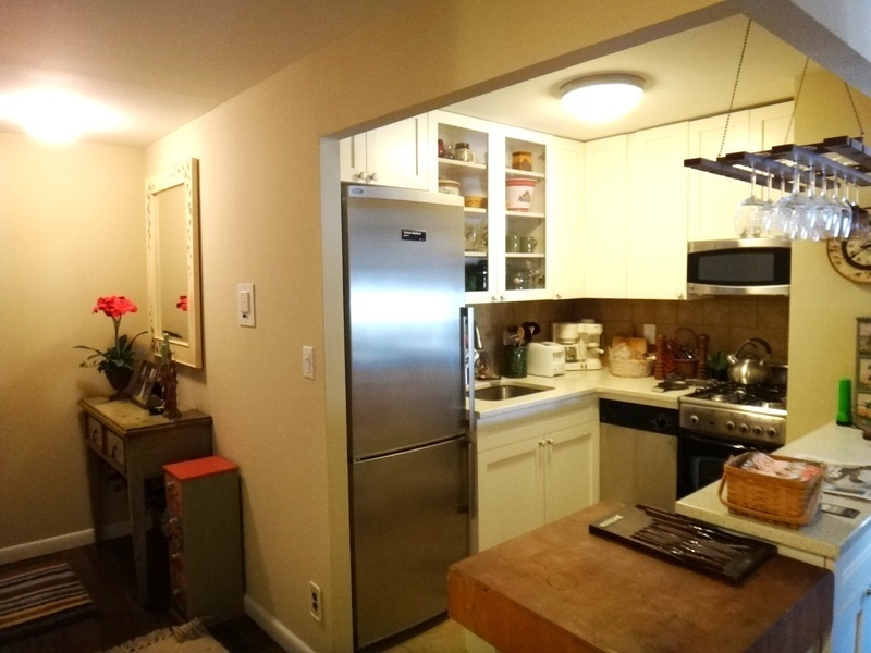 Large 1 Bedroom, with ample closets, open chef's kitchen.