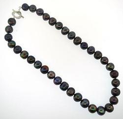 Black fresh water ladies pearl necklace