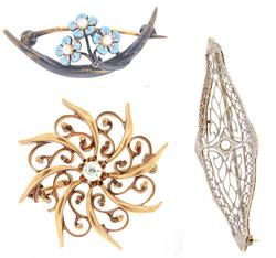 GROUP LOT OF THREE VINTAGE BROOCHES