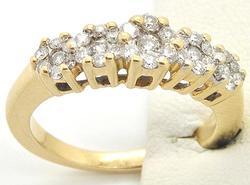 LADIES 14KT YELLOW GOLD DIAMOND RING.