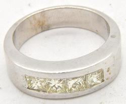 Elegant Gents Diamond Ring in 14kt Gold