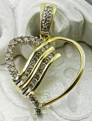 Stylish diamond heart pendant