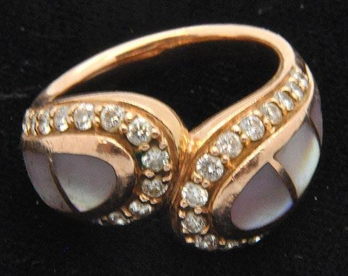 Elegant & Unique 14kt Gold Pearl With Diamonds Ring