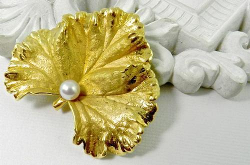 Exquisite 18k Leaf Brooch