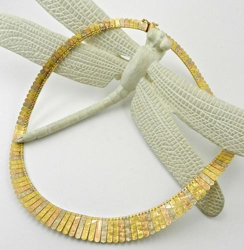 Very Elegant 18kt Tri-Color Fancy Necklace