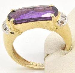 Ladies 14kt Gold Amethyst & Diamond Ring & Earring Set