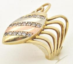 UNIQUE 14 KT TRI COLOR DIAMOND FASHION RING.