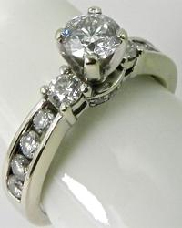 Striking Traditional Diamond Engagement Ring, 14kt