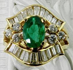 18kt Gold Emerald & Diamond Ring