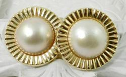 Delightful mobe pearl earrings