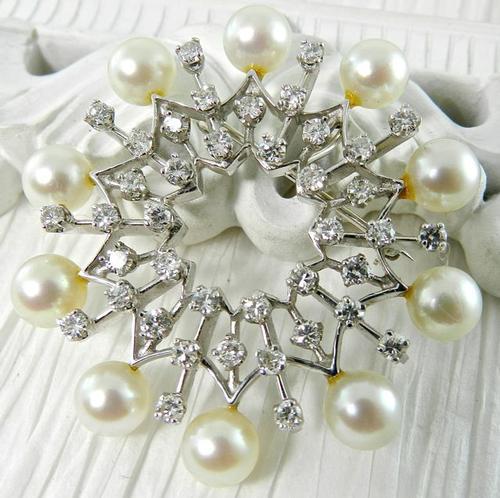 Eye Catching pearl & diamond broach, 14k