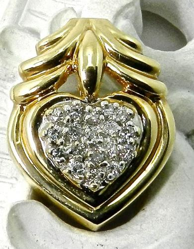 Sparkly Heart Pendant with Diamonds