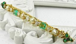 Superb Antique Emerald & Diamond 18Kt Gold Brooch