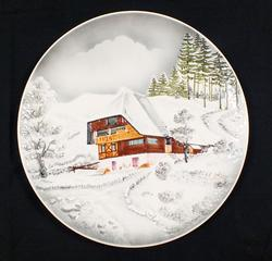 COLLECTIBLE DECORATIVE GERMAN PLATE