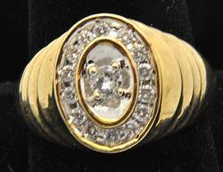 MEN'S 10KT YELLOW GOLD DIAMOND RING.