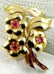 Fancy 18kt Gold Brooch Filled With Rubies