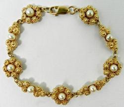 Feminine Gold and Pearl Bracelet
